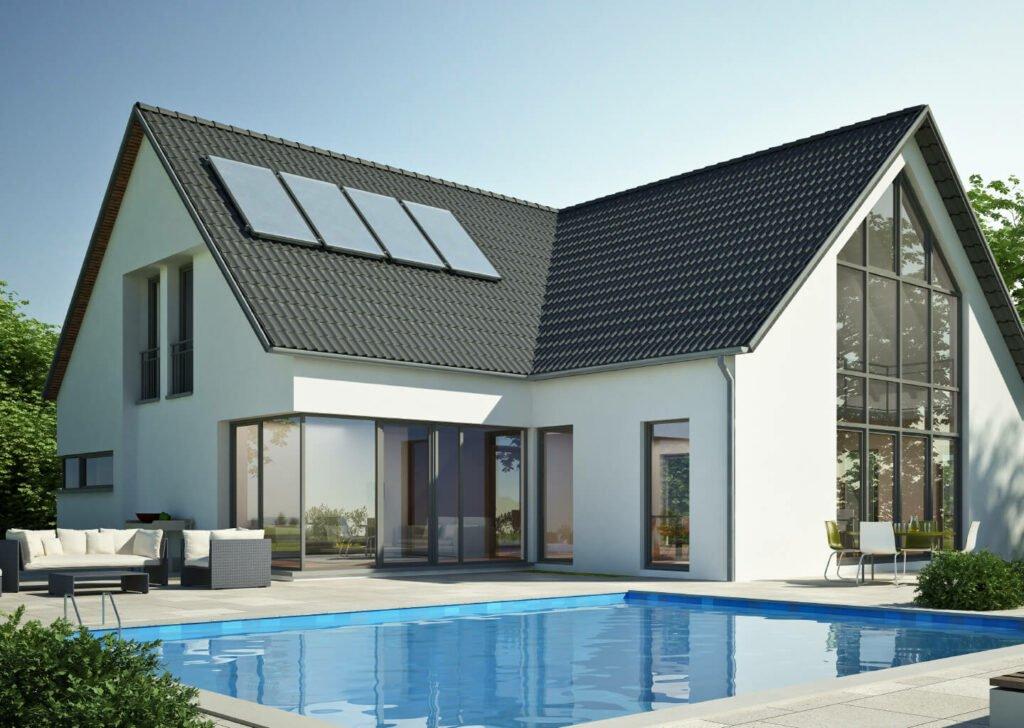Erneuerbare Energien - Haus mit Solarpanelen auf dem Dach